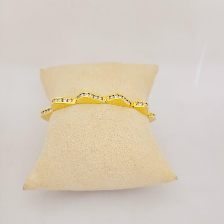 Lagos 18 Karat Yellow Gold and 3.20 Carat Diamonds Wave Bracelet In New Condition For Sale In New York, NY