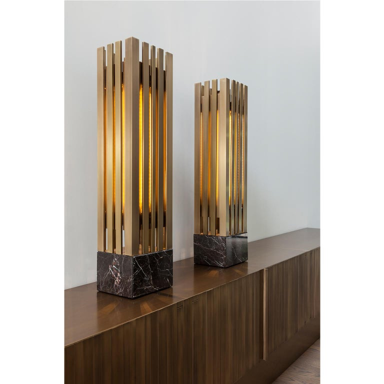 Italian Lakmos Contemporary Handcrafted Table Lamp in Brass and Marble For Sale