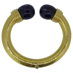 Lalaounis 22 Carat Hammered Yellow Gold and Sodalite Hinged Bangle