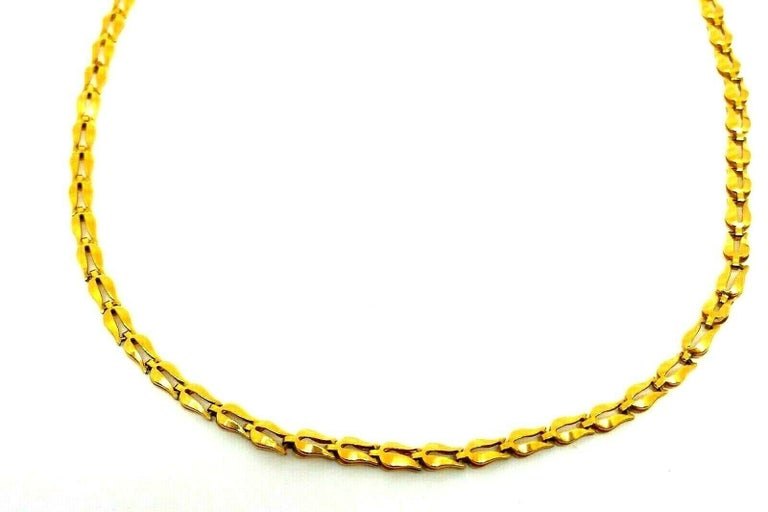 Unique delicate Tulip link chain necklace by Ilias Lalaounis. Made of 18k yellow gold. Stamped with the Lalaounis maker's mark, a hallmark for 18k gold and a country of origin (Greece). Measurements: 17