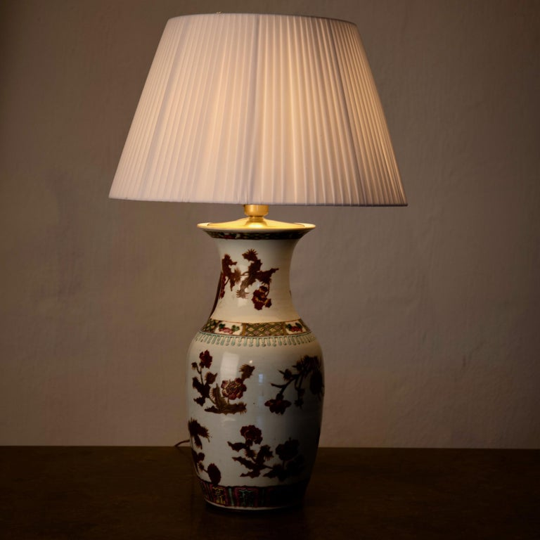 Lamp Table Oriental White Red Flowers 1920s, China In Good Condition For Sale In New York, NY