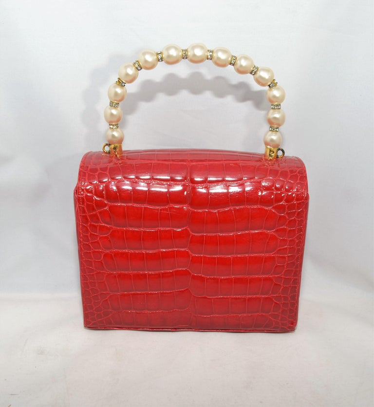 Lana Marks Red Alligator Purse with Pearl Handle In Excellent Condition For Sale In Carmel by the Sea, CA