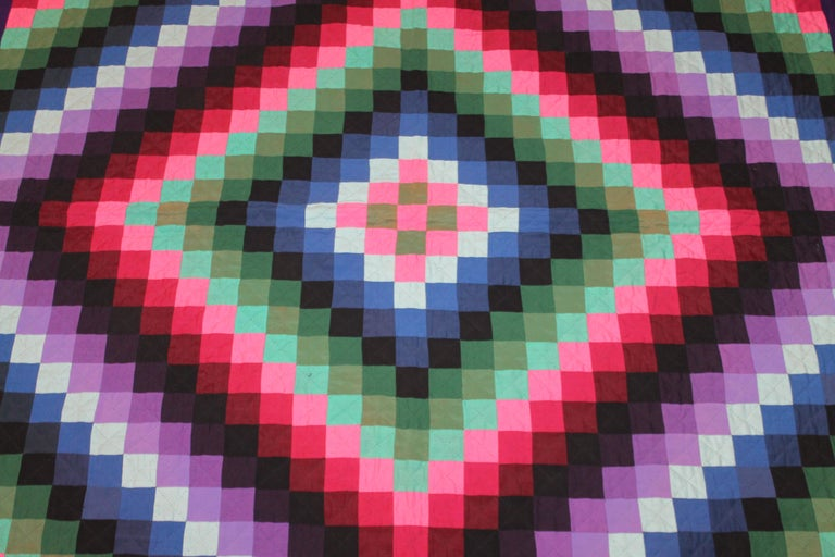 American Lancaster County, Pennsylvania Sunshine Shadow Quilt For Sale