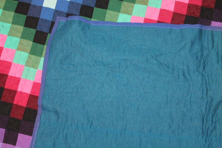 Lancaster County, Pennsylvania Sunshine Shadow Quilt In Good Condition For Sale In Los Angeles, CA