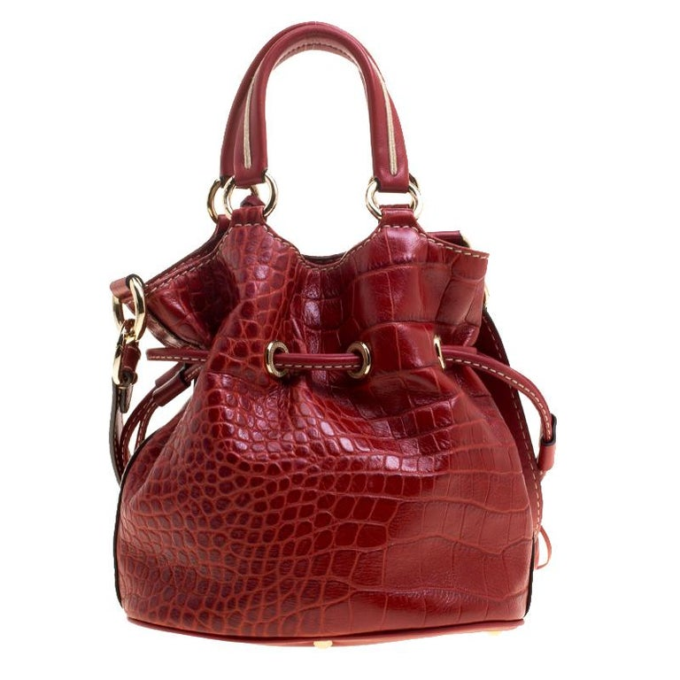 934c806aa82 This Premier Flirt bag from Lancel is simply terrific! From its bucket  shape to its