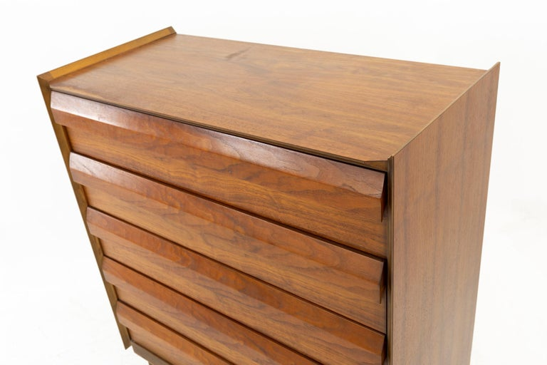 Lane First Edition Mid Century Walnut 5 Drawer Highboy Dresser For Sale 2