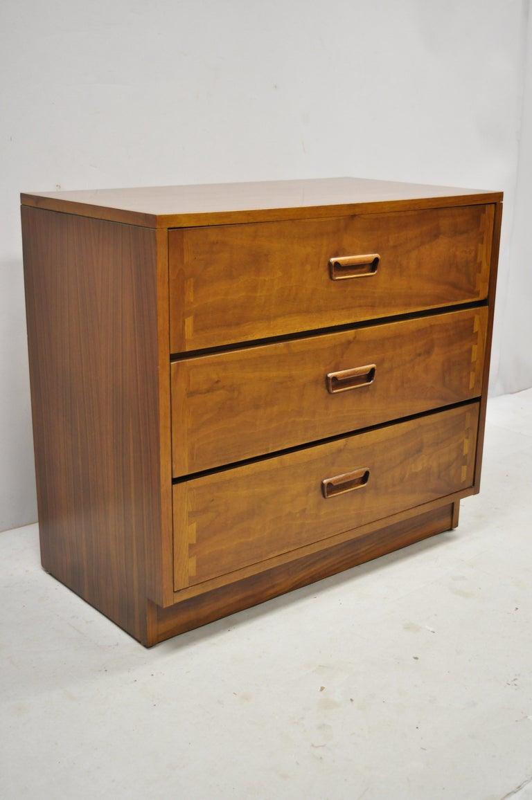 Lane Mid-Century Modern Dovetail 3-Drawer Dresser Chest Bedside Table 5
