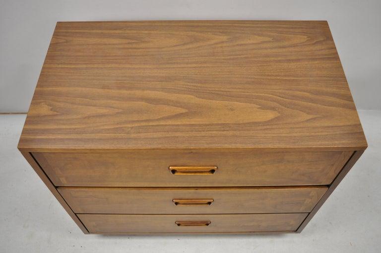 Laminate Lane Mid-Century Modern Dovetail 3-Drawer Dresser Chest Bedside Table