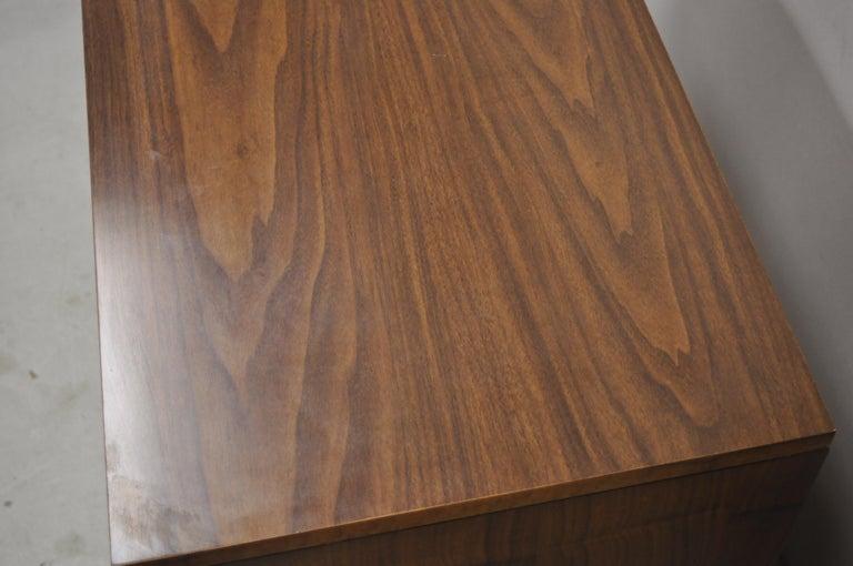 Lane Mid-Century Modern Dovetail 3-Drawer Dresser Chest Bedside Table 1