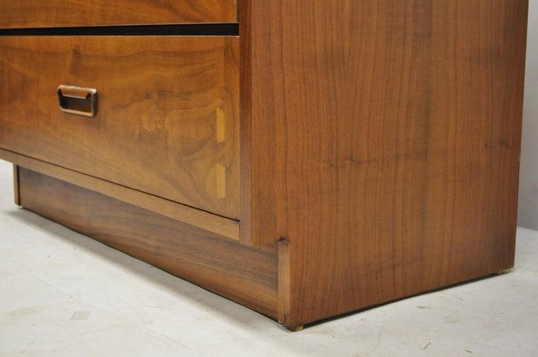 Lane Mid-Century Modern Dovetail 3-Drawer Dresser Chest Bedside Table 3