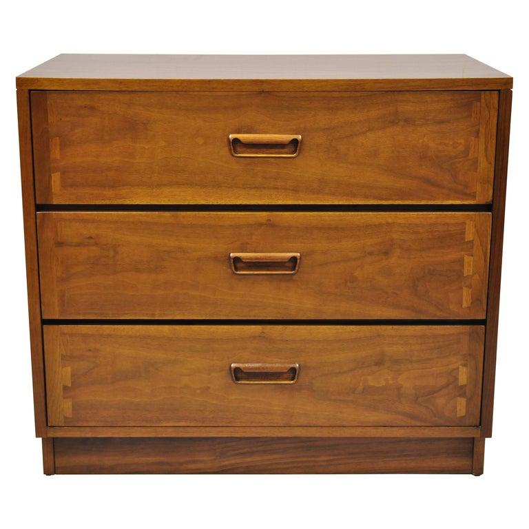 Lane Mid-Century Modern Dovetail 3-Drawer Dresser Chest Bedside Table