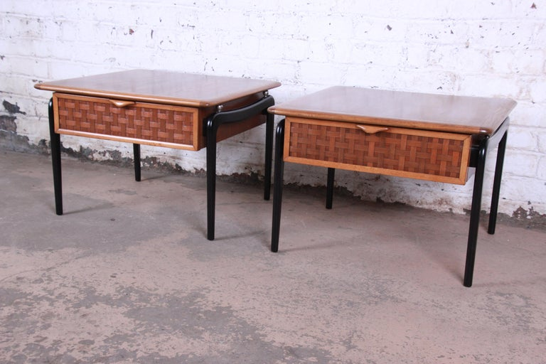 Lane Perception Mid-Century Modern Walnut End Tables, Pair In Good Condition For Sale In South Bend, IN