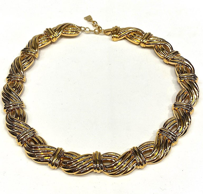 A classic and elegant ribbed link gold tone necklace by Lanvin from the 1980s and produced by Grosse of Germany. The necklace is comprised of 14 ribbed links 1.5 inches long and .75 of an inch wide. Additionally, there is a 1.5 inch long extender