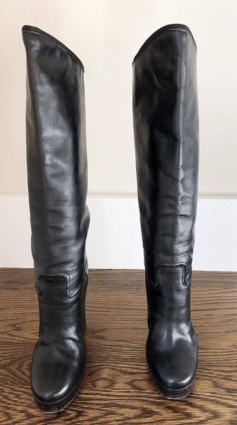 Stylish LANVIN Size 35 / US 5 black leather stacked high heel knee high boots! Perfect everyday boots that can easily be dressed up or down. Comfortable stacked heel. Great with jeans, a dress, or a skirt. In good condition. Made in Italy Marked