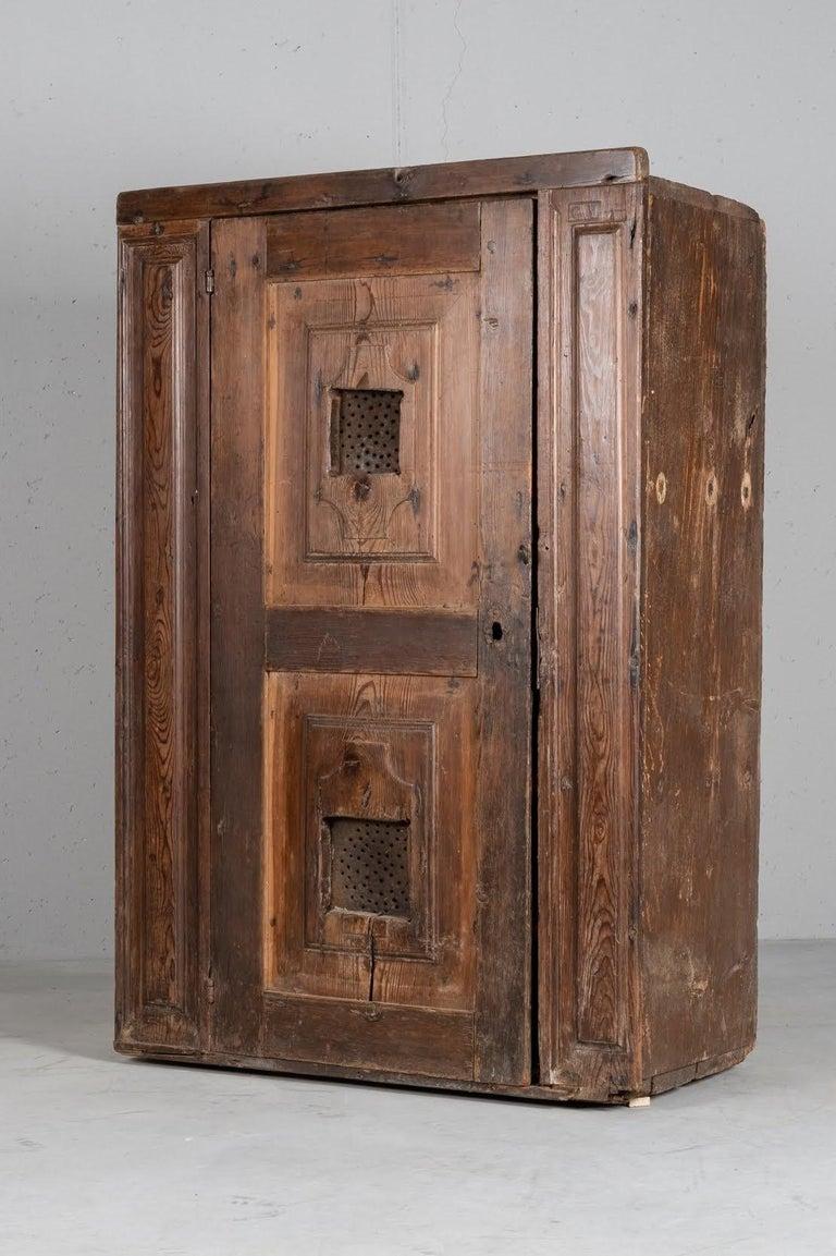 Italian Larch Cupboard, Italy, circa 1600 For Sale