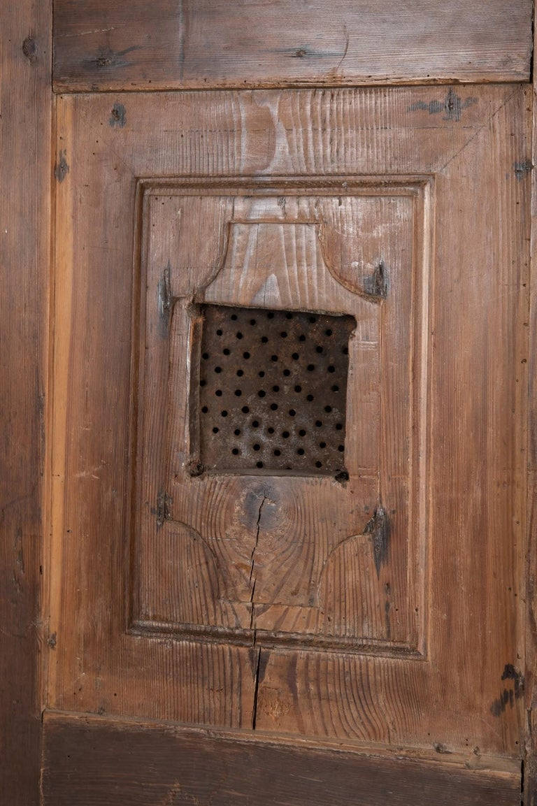 Larch Cupboard, Italy, circa 1600 In Excellent Condition For Sale In New York, NY