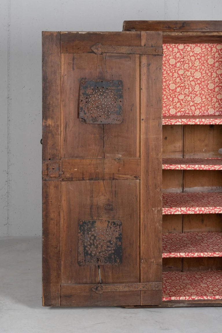 Larch Cupboard, Italy, circa 1600 For Sale 3
