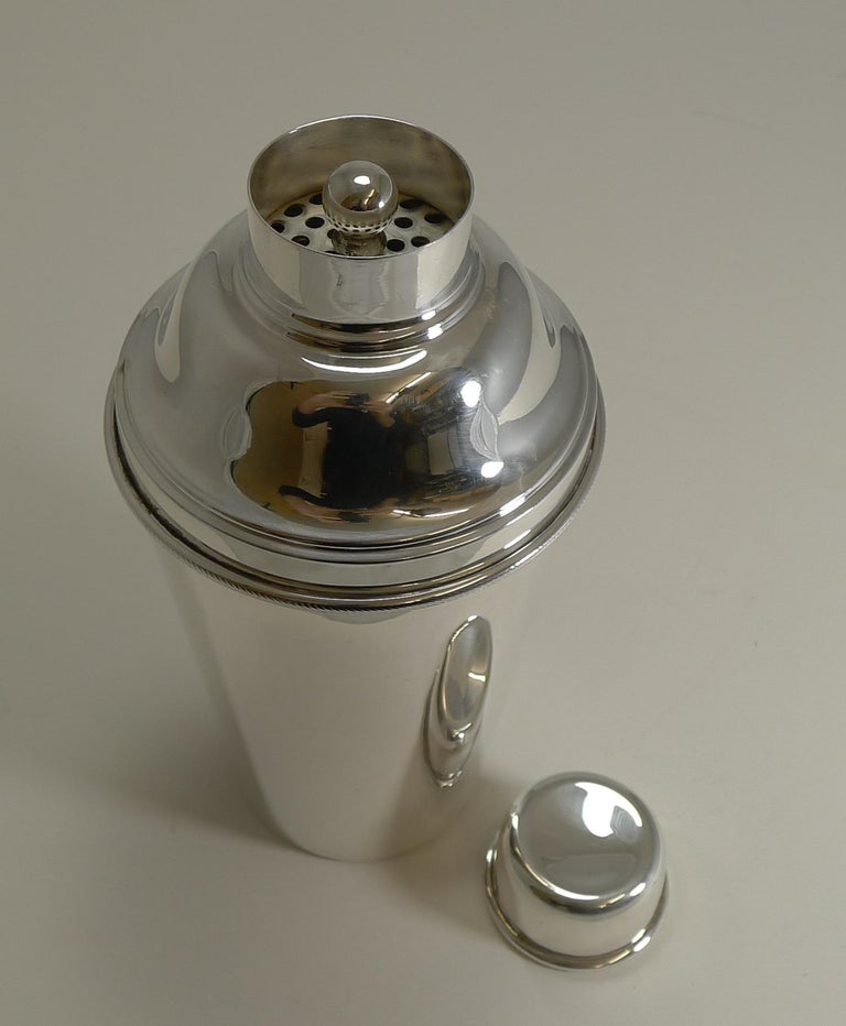 Mid-20th Century Large '1 1/2 Pint' English Art Deco Silver Plate Cocktail Shaker with Ice Breake For Sale