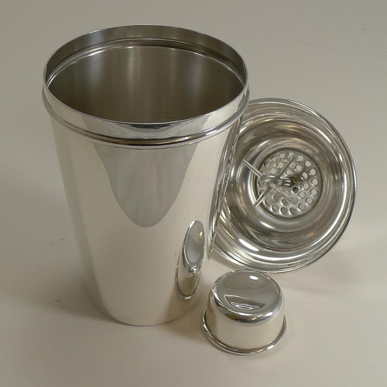 Large '1 1/2 Pint' English Art Deco Silver Plate Cocktail Shaker with Ice Breake For Sale 1