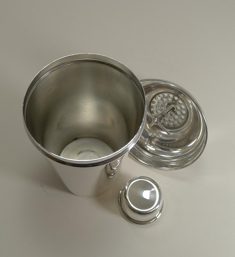 Large '1 1/2 Pint' English Art Deco Silver Plate Cocktail Shaker with Ice Breake For Sale 2
