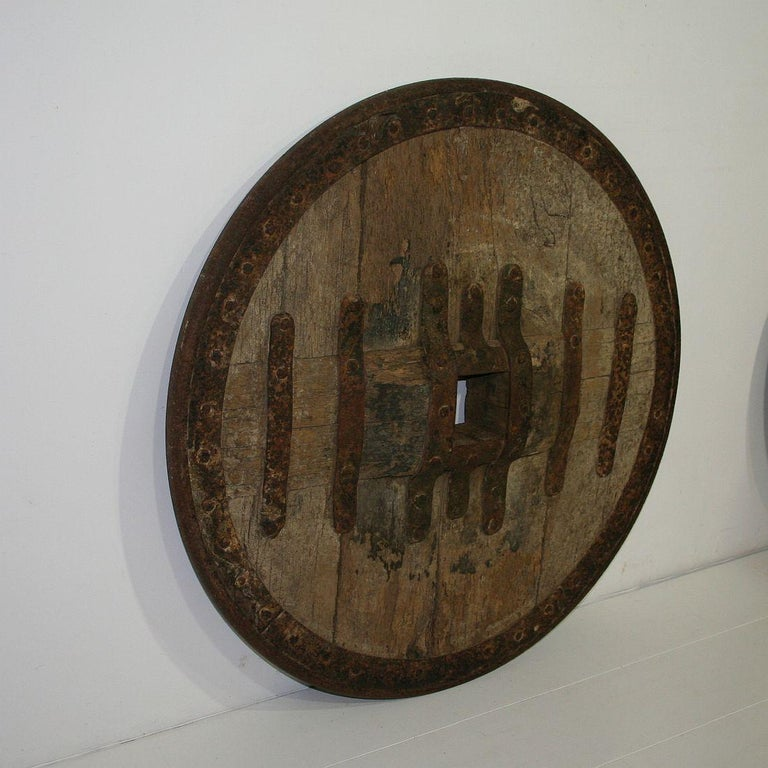 Beautiful and very rare Primitive chariot wheel. Great weathered look,