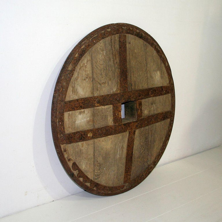 Beautiful and very rare Primitive chariot wheel. Great weathered look Spain, circa 1600-1750. Weathered, small losses.