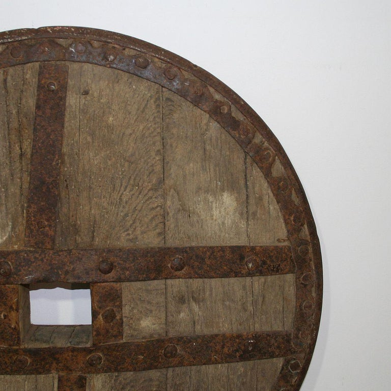 Large 17th-18th Century Primitive Spanish Chariot Wheel In Good Condition For Sale In Amsterdam, NL