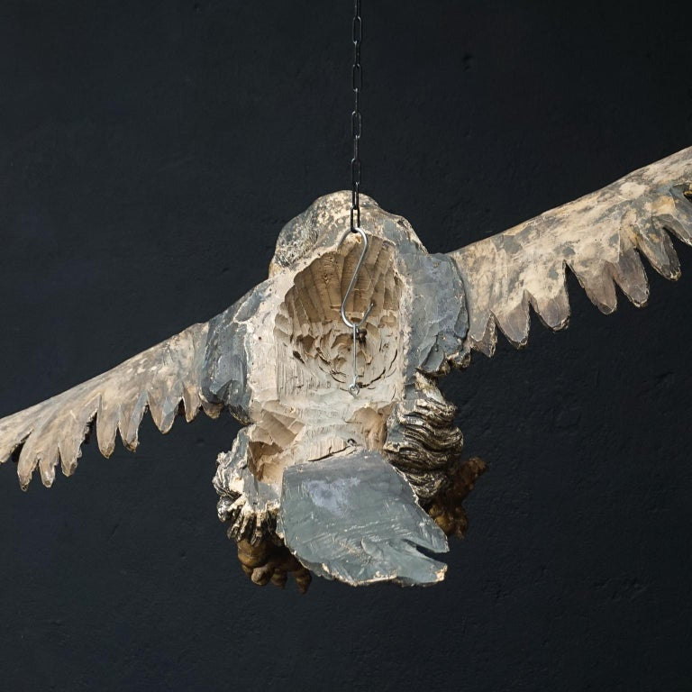 Large 17th Century hanging Italian Eagle or Bird of Prey Sculpture In Good Condition For Sale In Haarlem, NL