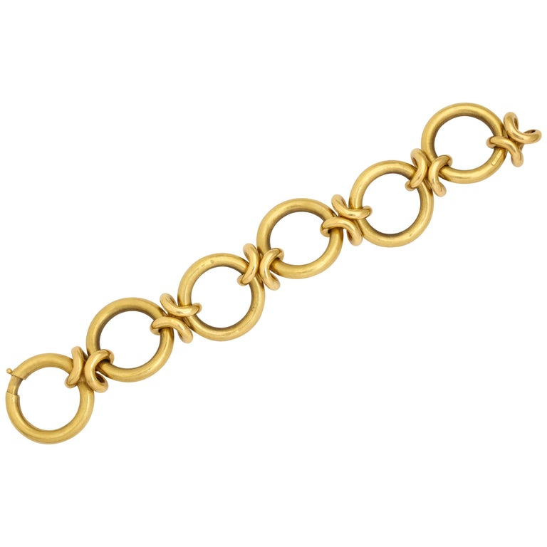 Retro Circle and Love Knot Link  18K Bracelet  For Sale