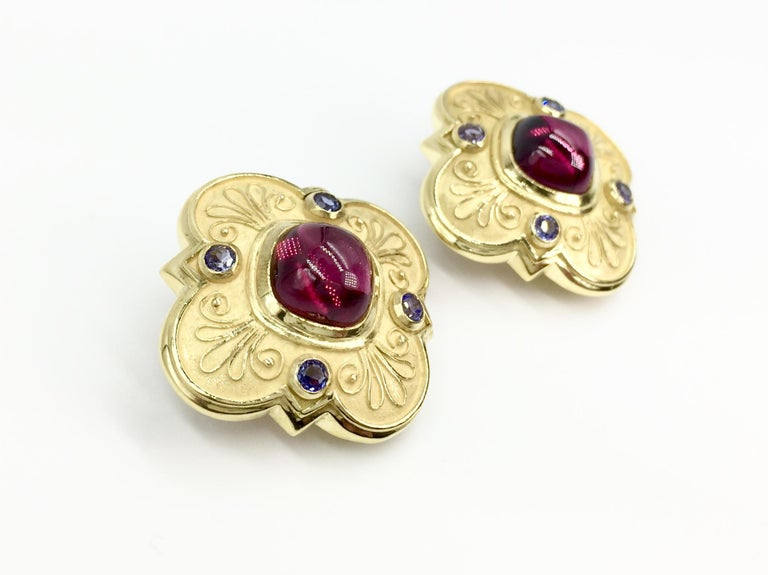 Large 18 Karat Rubellite Tourmaline and Iolite Clover Earrings In Excellent Condition For Sale In Pikesville, MD