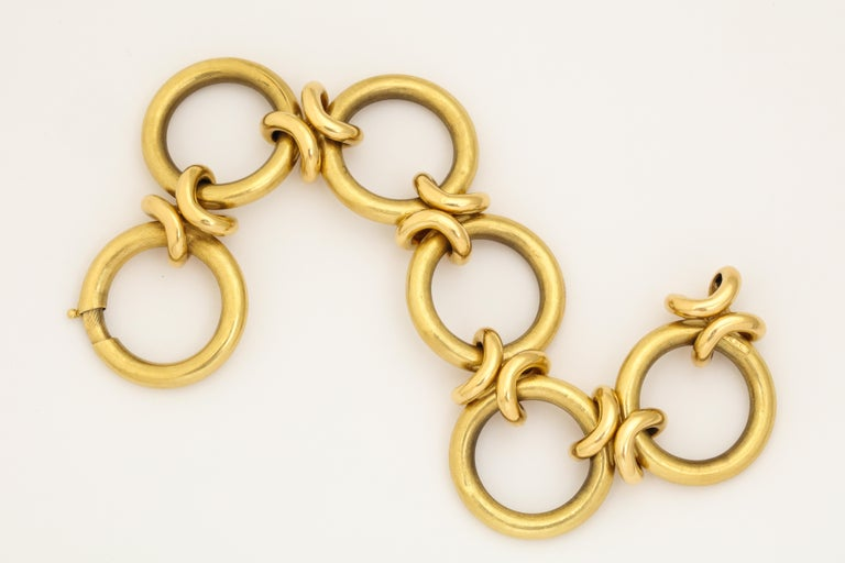 Retro Circle and Love Knot Link  18K Bracelet  For Sale 6