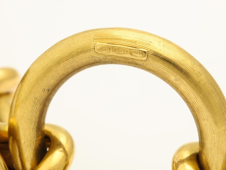 Retro Circle and Love Knot Link  18K Bracelet  For Sale 9