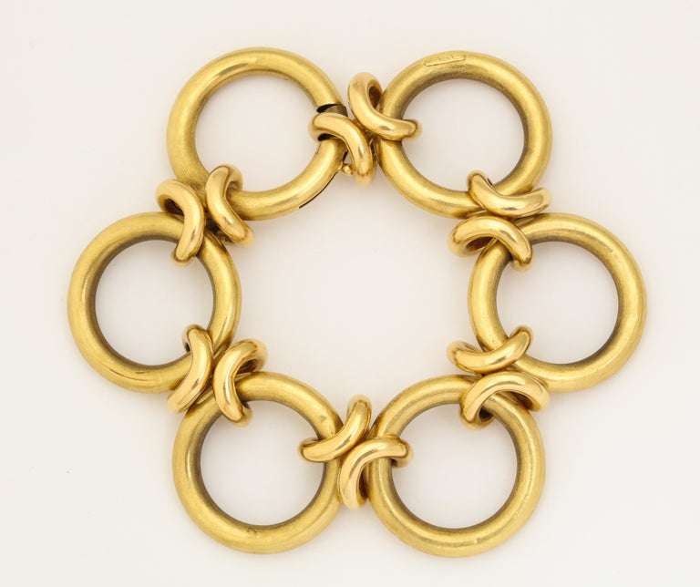 Retro Circle and Love Knot Link  18K Bracelet  In Good Condition For Sale In New York, NY