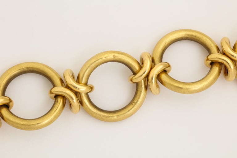Retro Circle and Love Knot Link  18K Bracelet  For Sale 4