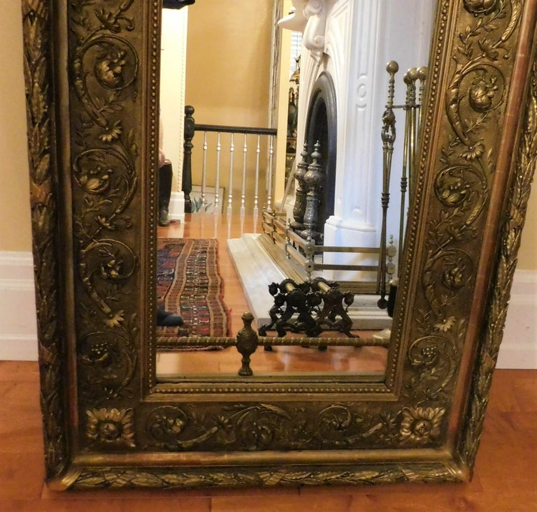 Italian gold framed mirror, circa 1790. Beautiful mirror that can be used on a wall or over a fireplace, on a mantel... Or the frame could be used for a painting or a piece of art. Mirror size 17.25 X 27 X 1 inches, frame size 26 X 36.5 X 3 inches.