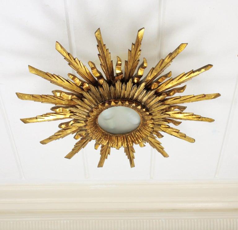 Large 1930s Baroque Gold Leaf Giltwood Sunburst Ceiling Light Fixture or Mirror For Sale 4