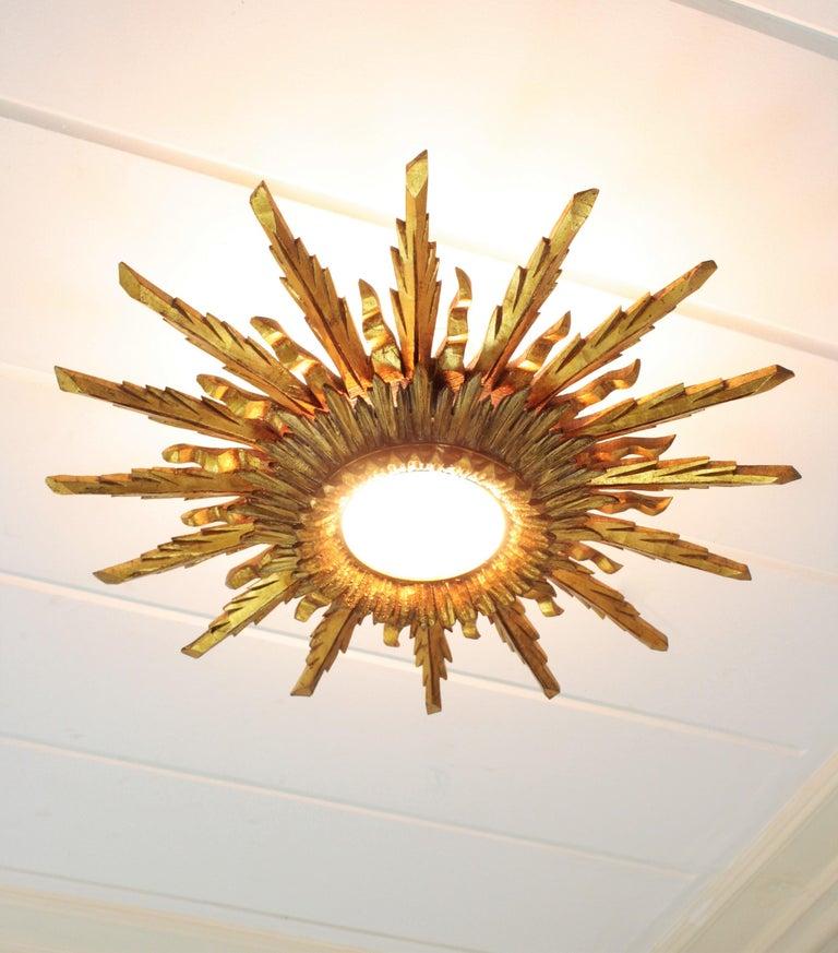 Carved Large 1930s Baroque Gold Leaf Giltwood Sunburst Ceiling Light Fixture or Mirror For Sale