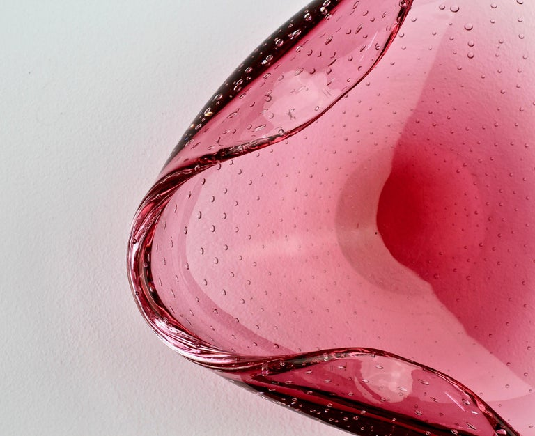 Large 1950s Pink Bubble Glass Bowl in the Style of Carlo Scarpa for Venini For Sale 4