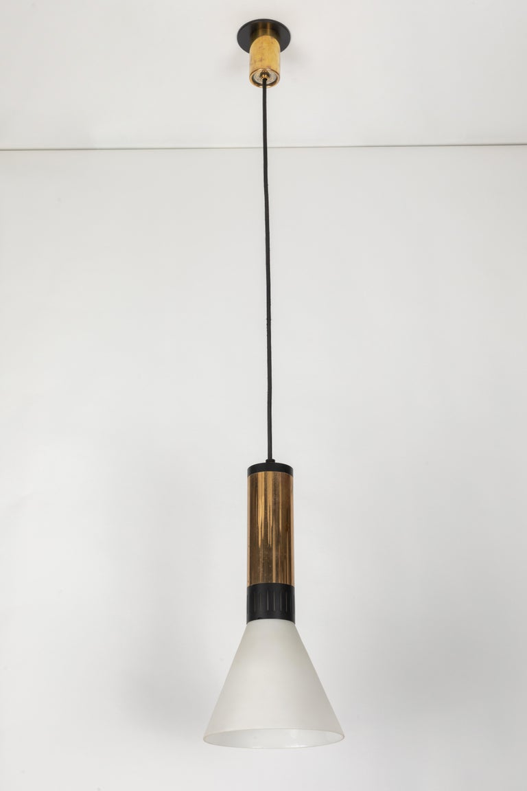 Large 1950s Stilnovo Glass and Brass Pendant For Sale 7