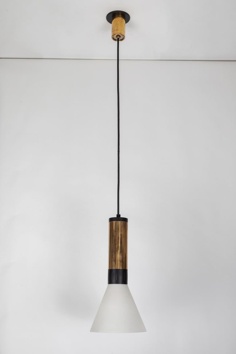 Large 1950s Stilnovo Glass and Brass Pendant For Sale 8