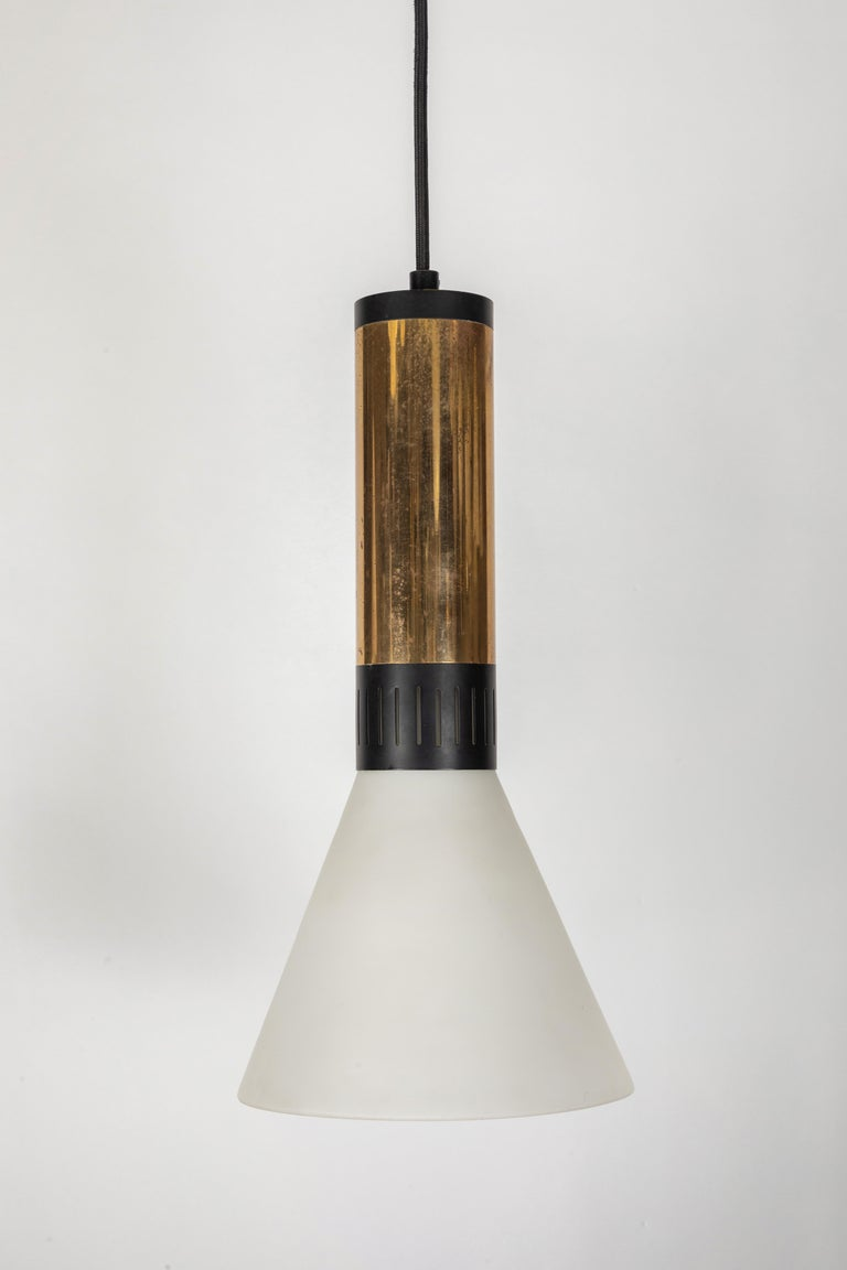 Large 1950s Stilnovo Glass and Brass Pendant In Good Condition For Sale In Glendale, CA