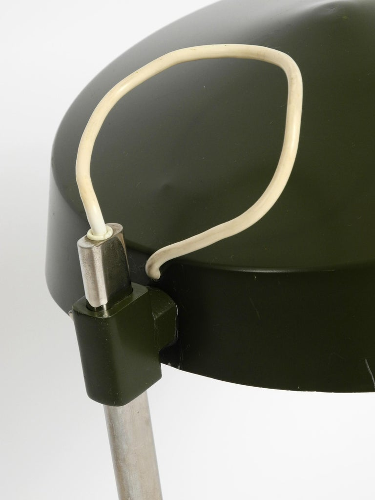 Large 1960s Industrial Aluminum Table Lamp with Height-Adjustable Shade For Sale 10