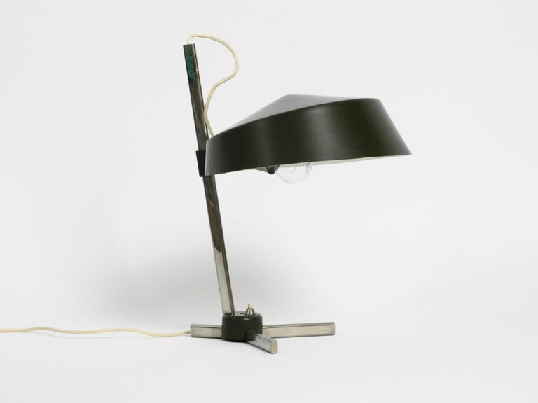 Large 1960s Industrial Aluminum Table Lamp with Height-Adjustable Shade In Good Condition For Sale In München, DE