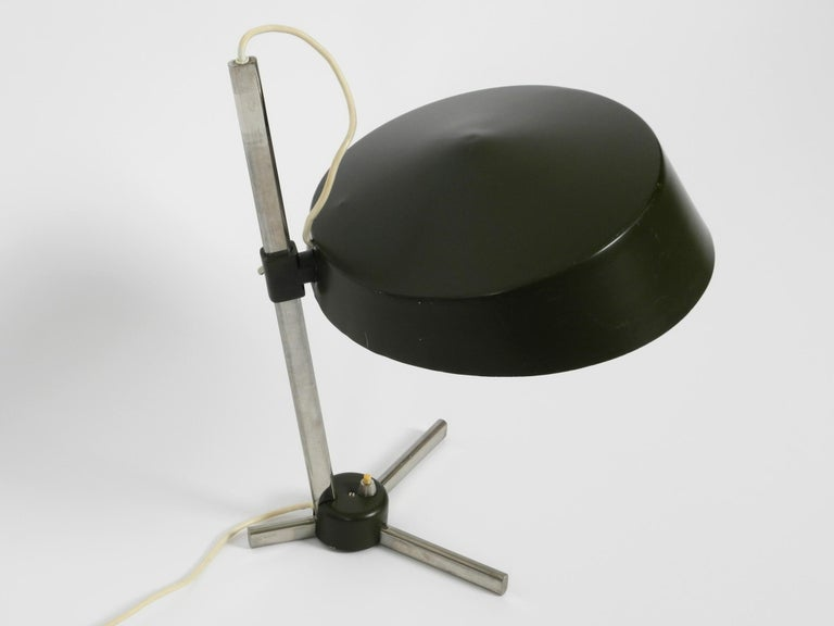 Mid-20th Century Large 1960s Industrial Aluminum Table Lamp with Height-Adjustable Shade For Sale