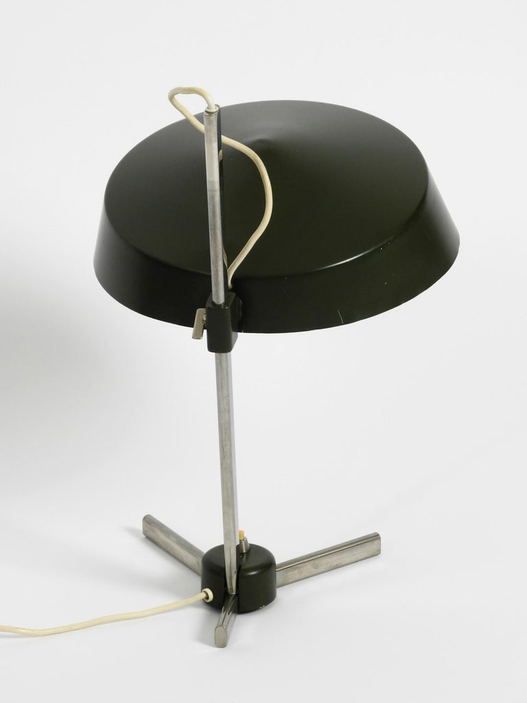 Large 1960s Industrial Aluminum Table Lamp with Height-Adjustable Shade For Sale 1