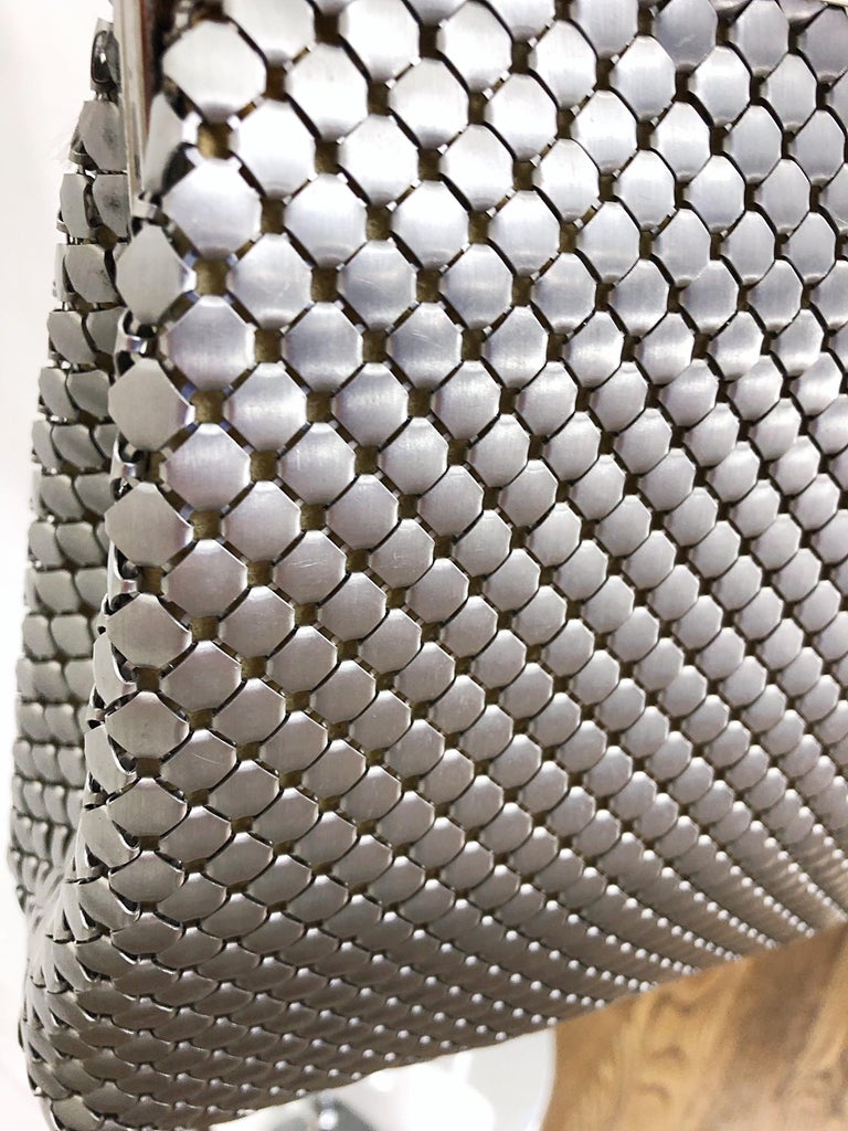 Large 1960s Whiting & Davis Silver Chainmail 60s Hand Shoulder Bag Mod Purse For Sale 3