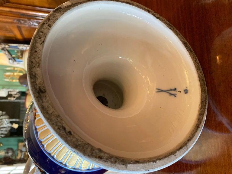 Large Meissen Porcelain Gilt Cobalt Vase Urn Centerpiece Decorative LA For Sale 2