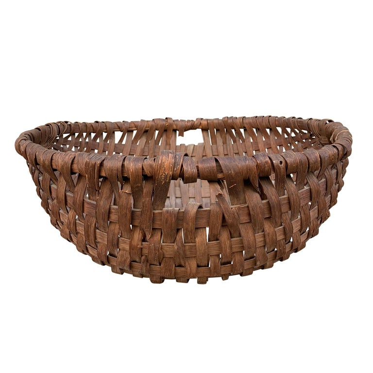 A wonderful and large 19th century American oak splint spale-form gathering basket with a bent wood ring and a handle on each side. Spale baskets were traditionally used for gathering root vegetables from the garden.