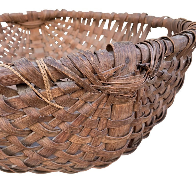 Large 19th Century American Spale Gathering Basket In Good Condition For Sale In Chicago, IL