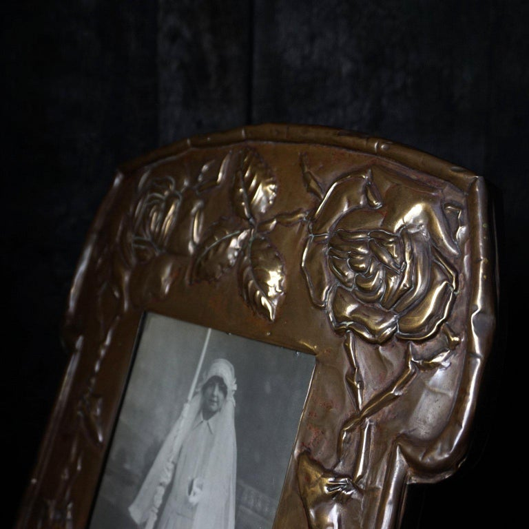 Large 19th Century Art Nouveau Latten Picture Frame Decorated with Roses In Good Condition For Sale In Haarlem, NL